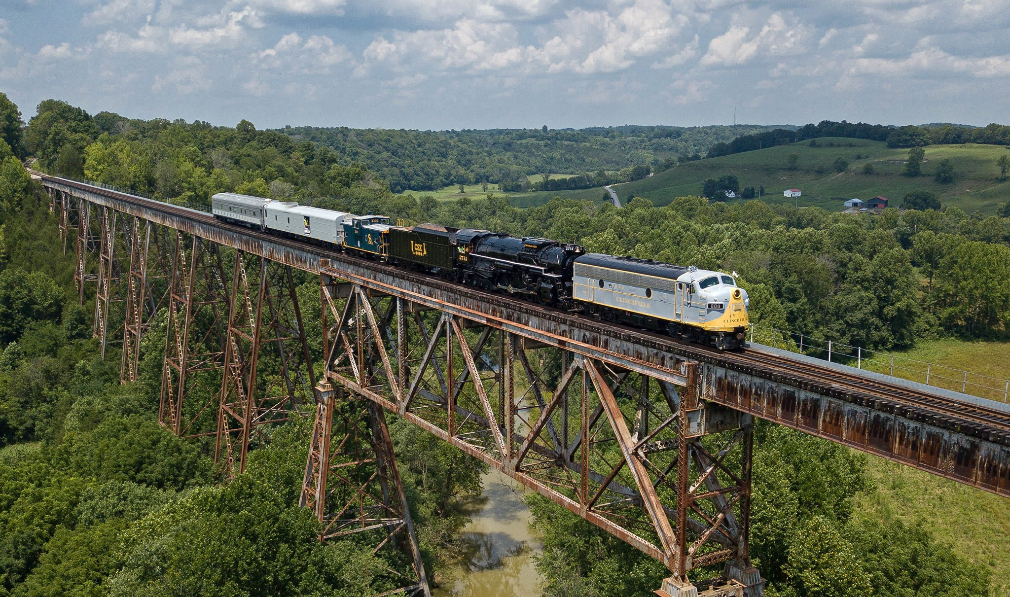 Clinchfield 800 leads the Heritage Highball in July 2019