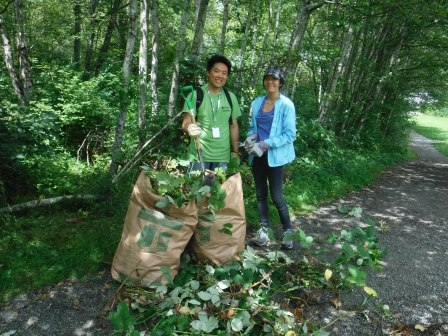 NWP volunteers removing invasives